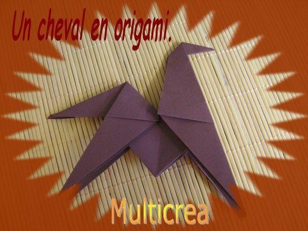 Un cheval en origami.
